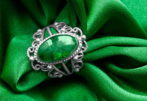 翠綠欲滴絕色翡翠
