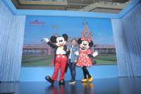 香港迪士尼樂園卡通人物與民眾互動